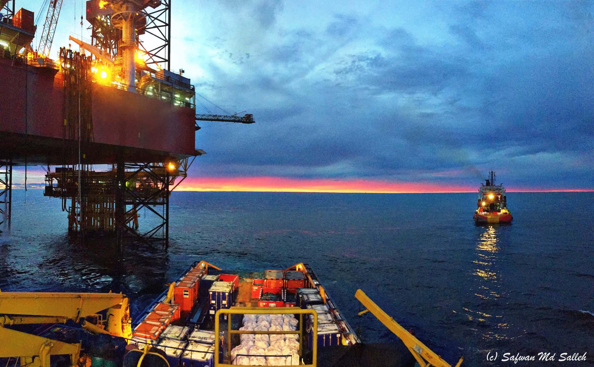 Oil Rig and AHTS
